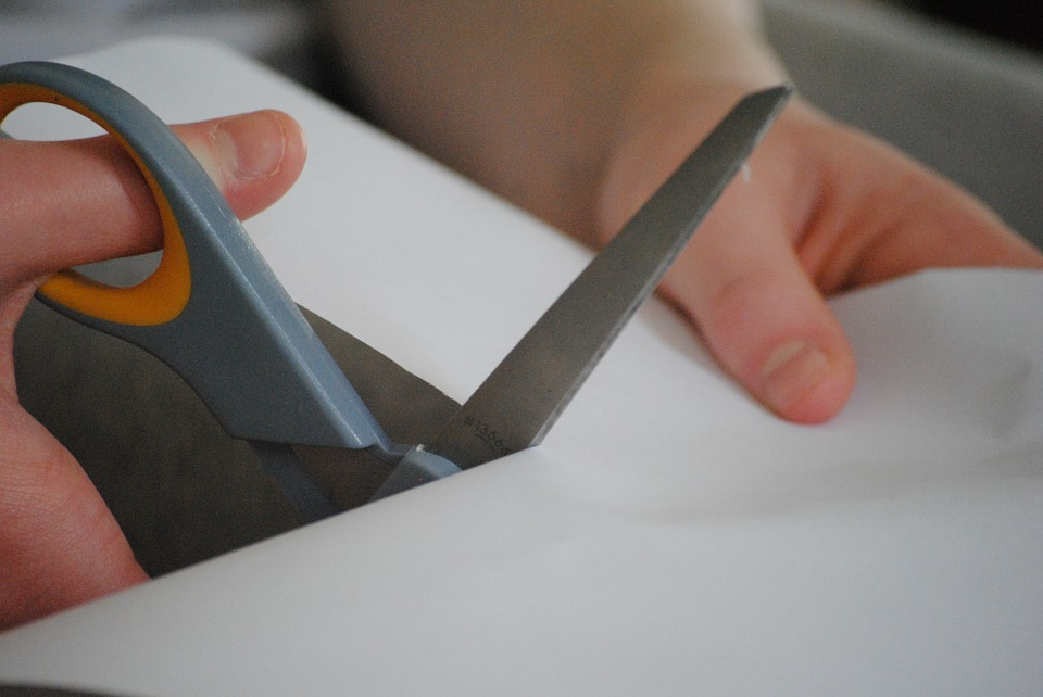 should scissors be used in early years settings
